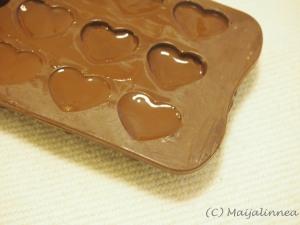 suklaakonvehtien valmistusta