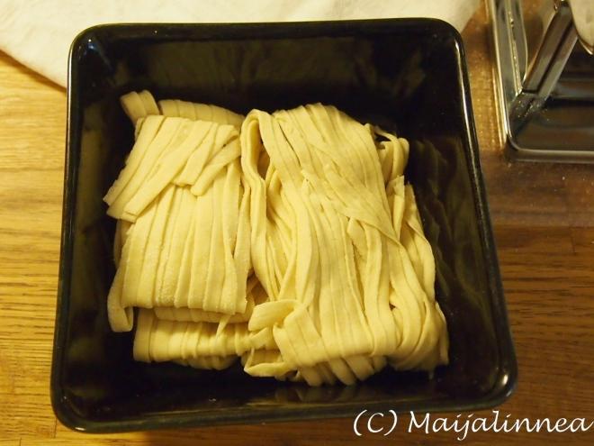 Itsetehtyä pastaa