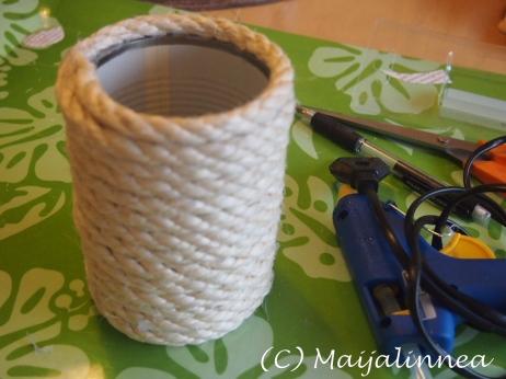 kynäpurkki sisal köydestä ja säilykepurkista