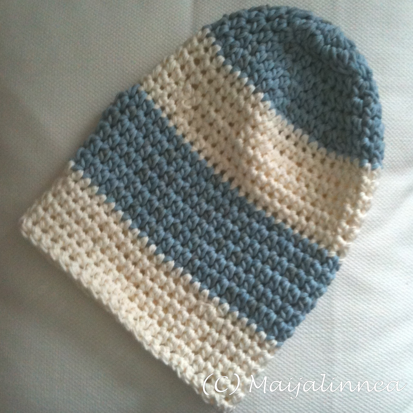 How to crochet the hat in DROPS Extra 0-929