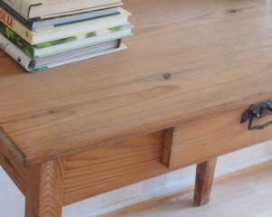 Vanha kirjoituspöytä