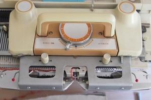 Royal Knitmaster neulekoneen asetukset i-cord nyörin neulomiseen