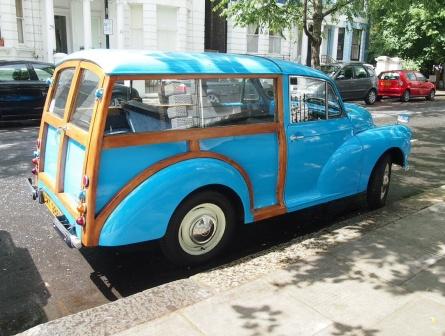 Värikäs auto