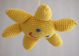 Vauvan virkattu aurinkilelun ohje blogissa