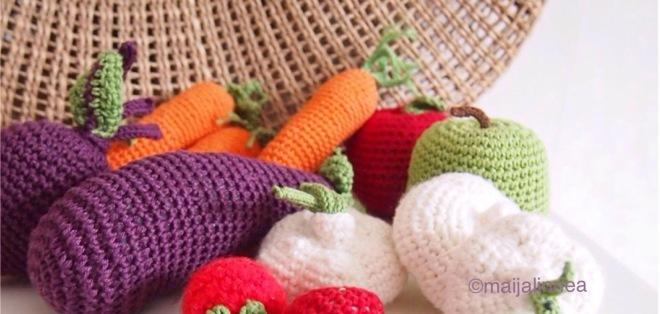 Leikkiruokaa, virkattuja vihanneksia ja hedelmiä
